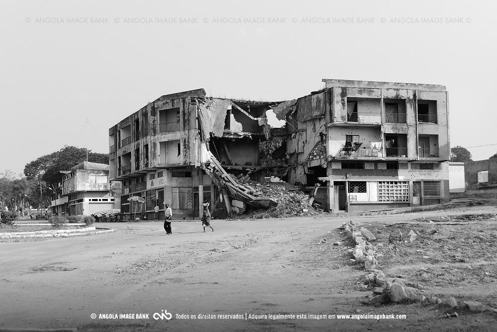Quibala. Kwanza sul. Angola (Julho de 2007). Vestígios da guerra