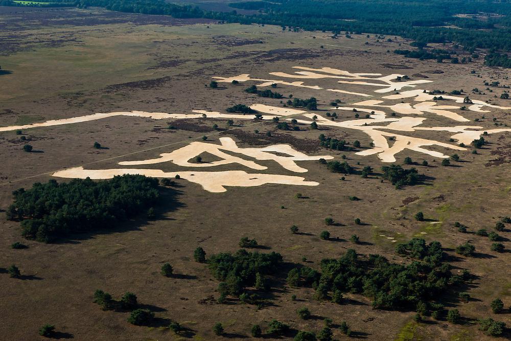 Nederland, Gelderland, Gemeente Ede, 03-10-2010; Nationaal Park De Hoge Veluwe, Oud-Reemsterzand.Grote delen zijn afgegraven met als doel de stuifzandvegetatie te herstellen.National Park Hoge Veluwe, Oud-Reemster sand. Large areas have been excavated in order to restore the vegetation of shifting sands landscape.luchtfoto (toeslag), aerial photo (additional fee required).foto/photo Siebe Swart