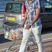 NLD/Amsterdam/20120528 - Premiere Het genooschap van Mendacium, dj Fernando Halman met winkelwagentje