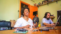 """PORTO ALEGRE, RS, BRASIL, 21-01-2017, 12h42'47"""":  Desiree dos Santos, 32, no espaço Matehackers Hackerspace, da Associação Cultural Vila Flores, no bairro Floresta da capital gaúcha. A  Consultora de Desenvolvimento de Software na empresa ThoughtWorks fala sobre as dificuldades enfrentadas por mulheres negras no mercado de trabalho. (Foto: Gustavo Roth / Agência Preview) © 21JAN17 Agência Preview - Banco de Imagens"""