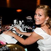 NLD/Amsterdam/20080508 - Mom's Moment voor zwangere vrouwen, Tanja Jess bij de nagelstyliste