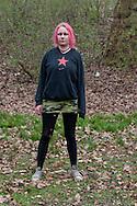 Unter der Kersten-Miles-Brücke wohnt seit Monaten eine Gruppe obdachloser Punks. Mascha ist 20 Jahre alt und lebt schon länger unter der <br /> Brücke. RESPEKTLOS, SCHEISSE UND JUNG steht auf ihrem Pullover. Hamburg 2010