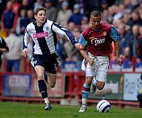 Photo: Glyn Thomas.<br />Aston Villa v West Bromwich Albion. The Barclays Premiership. 09/04/2006.<br /> Villa's Gabriel Agbonlahor (R) breaks away from Zoltan Gera.