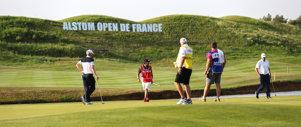 Finishing scene on the 18th with Anders Hansen (DEN) & Matt Ford (ENG) during Round One of the 2015 Alstom Open de France, played at Le Golf National, Saint-Quentin-En-Yvelines, Paris, France. /03/07/2015/. Picture: Golffile | David Lloyd<br /> <br /> All photos usage must carry mandatory copyright credit (© Golffile | David Lloyd)