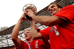 01-06-2003 NED: Amstelcup finale FC Utrecht - Feyenoord, Rotterdam<br /> FC Utrecht pakt de beker door Feyenoord met 4-1 te verslaan met Dirk Kuyt, Igor Gluscevic