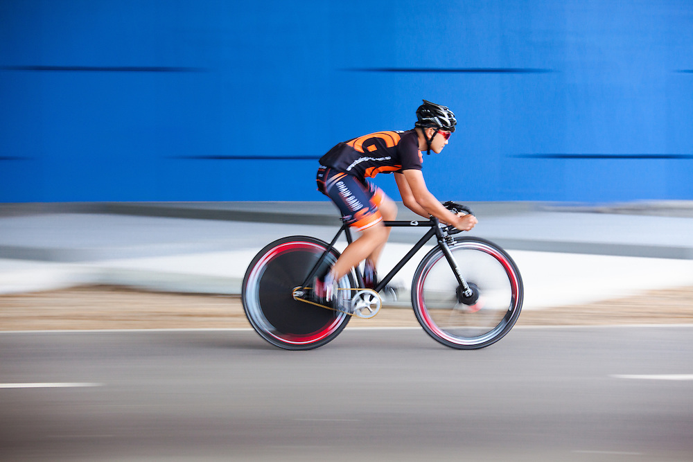 Panning of cylcist on a fixie bike.