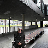 Nederland, Amsterdam , 14 december 2012..Theo Capel bewoont  een appartement in de Miles Building. Op de foto: Theo Capel op een bankje op de gezamelijke binnenplaats van de Miles Building..Foto:Jean-Pierre Jans