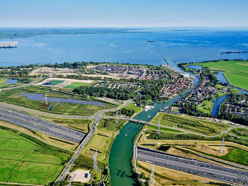 Nederland, Noord-Holland, Gemeente Gooise Meren, 02-09-2020; Muiden, A1 met Aquaduct Muiden (of Aquaduct Vechtzicht). Het aquaduct onder de Utrechtse Vecht is aangelegd in het kader van het project Schiphol-Amsterdam-Almere. Foto richting Muiden.<br /> Aqueduct under river Vecht, near Muiden, motorway A1,<br /> luchtfoto (toeslag op standaard tarieven);<br /> aerial photo (additional fee required)<br /> copyright © 2020 foto/photo Siebe Swart