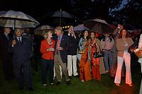 04 JUL 2003, BERLIN/GERMANY:<br /> Daniel R. Coats (3.v.L.), Botschafter der Vereinigten Staaten von Amerika  in Deutschland, und Marsha Ann Coats (2.v.L.), Ehefrau des Botschafters, und Gaeste, waehrend des Showprogramms, Feier anl. des Unabhaengigkeitstages des Vereinigten Staaten, dem Independence Day, America Academy<br /> IMAGE: 20030704-02-039<br /> KEYWORDS:  4th of July celebration, USA, Regen, Schirm, Schirme, Wetter<br /> Unabhängigkeitstag