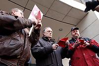 18 JAN 2002, BERLIN/GERMANY:<br /> Dietrich Neugebauer, Rainer M. Schubert und Ralf Drescher, (v.L.n.R.) SPD Mitglieder aus Berlin zerschneiden aus Protest gegen die SPD/PDS Koalition im Berliner Abgeordnetenhaus ihre Parteibuecher vor dem Willy-Brandt-Haus<br /> IMAGE: 20020118-01-005<br /> KEYWORDS: Sozialdemokraten, Parteibuch, Parteimitglied, Parteimitglieder, Demonstration