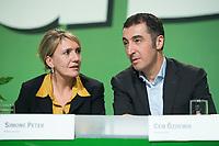19 OCT 2013, BERLIN/GERMANY:<br /> Simone Peter (L), B90/Gruene Bundesvorsitzende, und Cem Oezdemir (R), B90/Gruene Bundesvorsitzender, im Gespraech, Bundesdelegiertenkonferenz Buendnis 90 / Die Guenen, Velodrom<br /> IMAGE: 20131019-01-125<br /> KEYWORDS: BDK, Parteitag, Bundesparteitag, party congress, Cem Özdemir, Gespräch