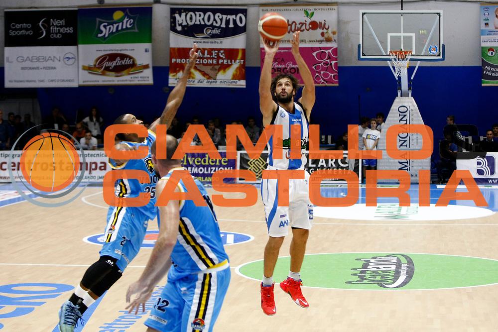 DESCRIZIONE : Capo dOrlando Lega A 2015-16 Betaland Orlandina Basket Vanoli Cremona<br /> GIOCATORE : Gianluca Basile<br /> CATEGORIA : Tiro Three Point<br /> SQUADRA : Betaland Orlandina Basket<br /> EVENTO : Campionato Lega A Beko 2015-2016 <br /> GARA : Betaland Orlandina Basket Vanoli Cremona<br /> DATA : 15/11/2015<br /> SPORT : Pallacanestro <br /> AUTORE : Agenzia Ciamillo-Castoria/G.Pappalardo<br /> Galleria : Lega Basket A Beko 2015-2016<br /> Fotonotizia : Capo dOrlando Lega A Beko 2015-16 Betaland Orlandina Basket Vanoli Cremona