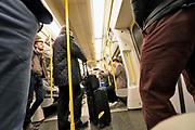 Engeland, Londen, 10-4-2019Straatbeeld van het centrum van de stad. Metro,undergound,infrastructuur,ondergrondse,vervoer,mobiliteit,stadsvervoer,openbaar,reizigers .Foto: Flip Franssen
