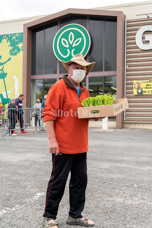 plants shopper during Covid 19 crisis France Limoux April 2020