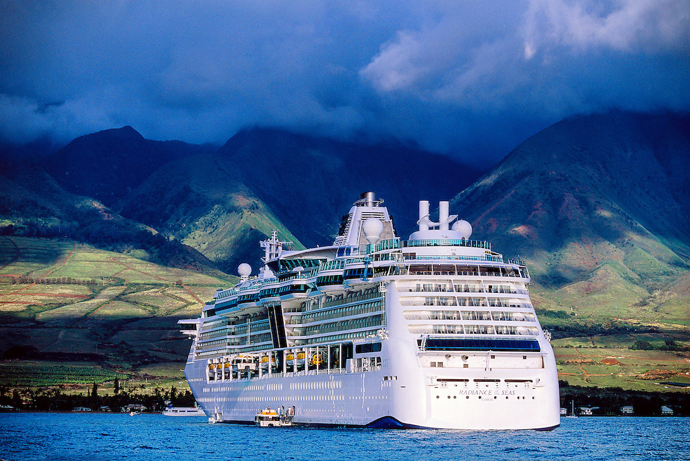 """Royal Caribbean cruise ship """"Radiance of the Seas"""" in the port of Lahaina, Hawaii, USA"""