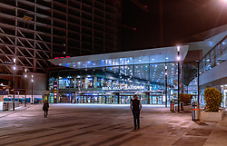 THEMENBILD - Vorplatz des Hauptbahnhofs Wien bei Nacht, aufgenommen am 03. Juli 2017, Wien, Österreich // Square in front of Vienna main railway station at night, Vienna, Austria on 2017/07/03. EXPA Pictures © 2017, PhotoCredit: EXPA/ JFK