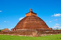 Sri Lanka, province du Centre-Nord, site d'Anuradhapura classé Patrimoine Mondial de l'UNESCO, ancienne capitale du Sri Lanka, Dagoba et monastère d'Abhayagiri // Sri Lanka, Ceylon, North Central Province, Anuradhapura, historic capital of Sri Lanka, UNESCO World Heritage Site, Abhayagiri temple