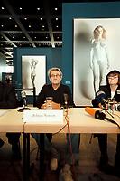 """30 OCT 2000, BERLIN/GERMANY:<br /> Helmut Newton (L), Fotograf, und June Newton (R), im Hintergrund Werke aus Helmut Newtons """"Big Nudes"""" Serie, Pressekonferenz zur Eroeffung der Ausstellung """"Helmut Newton: WORK"""", Neue Nationalgalerie<br /> IMAGE: 20001030-01/02-12"""
