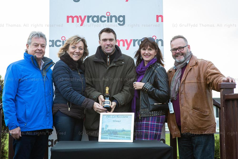 Ffos Las Racecourse, Trimsaran, Wales, UK. Friday 23 November 2018.  myracing.com Tips For Every Meeting Standard National Hunt Flat Race (Race 6)