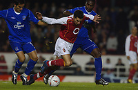 Fotball<br /> Carling Cup Fourth Round<br /> 09.11.2004<br /> Foto: SBI/Digitalsport<br /> NORWAY ONLY<br /> <br /> Arsenal v Everton<br /> <br /> Arsenal's Robin van Persie gets between Everton's Tim Cahill (l/h/s) and Joseph Yobo