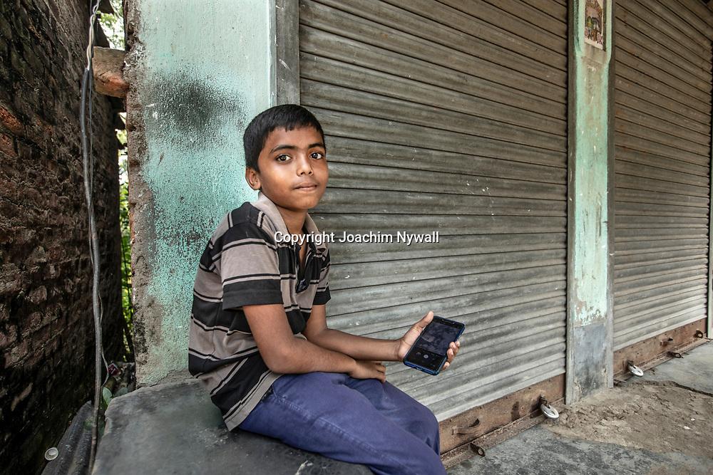 2019 10. 05  Sunderbans West Bengal Indien<br /> Porträtt av en liten kille<br /> <br /> ----<br /> FOTO : JOACHIM NYWALL KOD 0708840825_1<br /> COPYRIGHT JOACHIM NYWALL<br /> <br /> ***BETALBILD***<br /> Redovisas till <br /> NYWALL MEDIA AB<br /> Strandgatan 30<br /> 461 31 Trollhättan<br /> Prislista enl BLF , om inget annat avtalas.