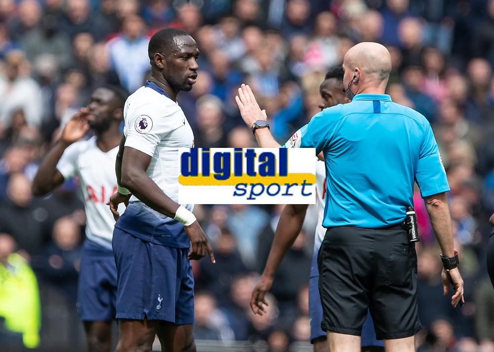 Football - 2018 / 2019 Premier League - Tottenham Hotspur vs. Huddersfield Town<br /> <br /> Referee Lee Mason tells Moussa Sissoko (Tottenham FC)  to calm down after a few tackles too many at The Tottenham Hotspur Stadium.<br /> <br /> COLORSPORT/DANIEL BEARHAM