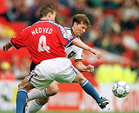Fotball<br /> EM 1996<br /> Foto: Witters/Digitalsport<br /> NORWAY ONLY<br /> <br /> Pavel NEVED / Stefan REUTER<br /> Tyskland v Tsjekkia 2-1