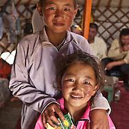 Mongolia. the camp of Amar Dorjpalam  , horse owner during the big Naadam in Hundlun bulag  Ulanbaatar -  / Amar Dorjpalam  eleveur de chevaux dans son camp durant le grand naadam a  HUNDLUN bulag   oulan Bator - Mongolie / L0009341