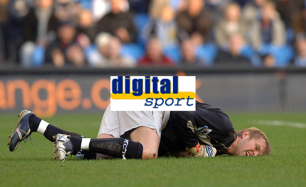 Photo: Paul Greenwood.<br />Man City v Reading. The Barclays Premiership. 03/02/2007. Man City keeper Nicky Weaver lies in agony on the turf after colliding with team mate Richard Dunne