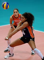 01-10-2014 ITA: World Championship Volleyball Servie - Nederland, Verona<br /> Nederland verliest met 3-0 van Servie en is kansloos voor plaatsing final 6 / Celeste Plak, Myrthe Schoot