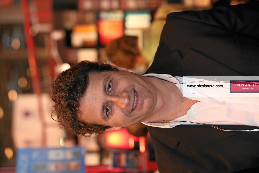 Bernard Carayon - Salon du livre - Paris, le 25/03/2007 - JSB / PixPlanete