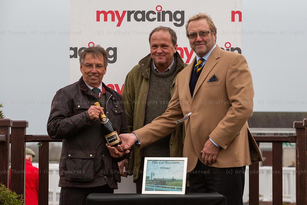 Ffos Las Racecourse, Trimsaran, Wales, UK. Friday 23 November 2018.  Walters Group Handicap Hurdle (Race 5)