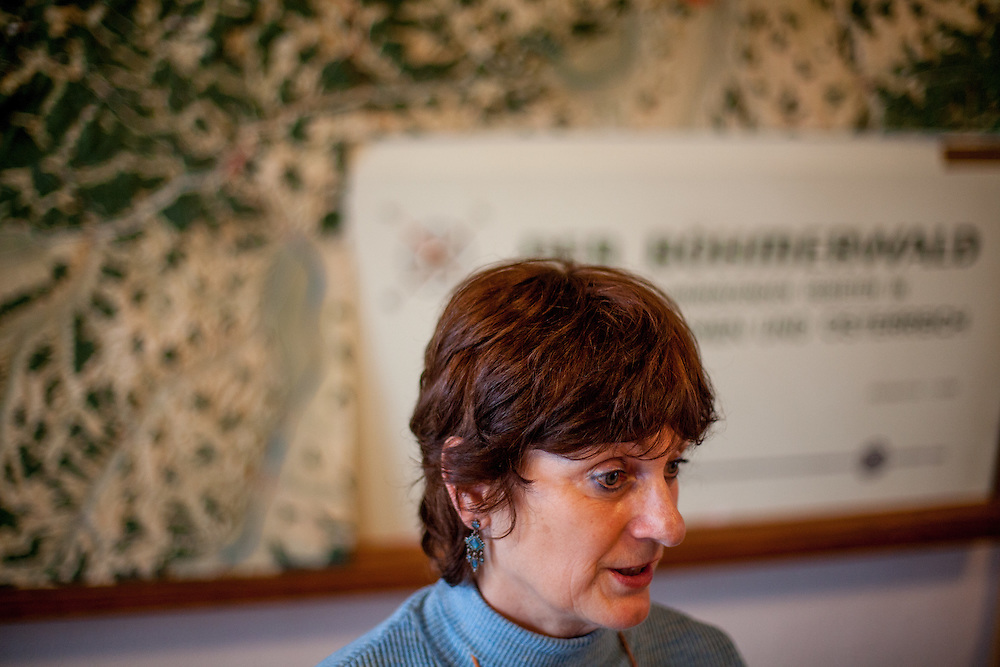 """Interview mit Miroslava Prokopova in Oberplan (Horni Plana). """"Das einstige Sudetengebiet, deutsche Dörfer in der tschechischen Grenzregion, ist eine Welt für sich - mit ihren Bergen und der fast unberührten Natur ist es aber eine schöne Welt. Und das ist, was beide verbindet: Tschechen und Deutsche. Angesiedelte und Vertriebene."""""""