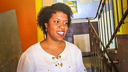 """PORTO ALEGRE, RS, BRASIL, 21-01-2017, 13h11'11"""":  Desiree dos Santos, 32, no Matehackers Hackerspace da Associação Cultural Vila Flores, no bairro Floresta da capital gaúcha. A  Consultora de Desenvolvimento de Software na empresa ThoughtWorks fala sobre as dificuldades enfrentadas por mulheres negras no mercado de trabalho.(Foto: Gustavo Roth / Agência Preview) © 21JAN17 Agência Preview - Banco de Imagens"""