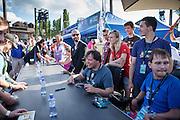 """Bandmitglieder von   """"The Tap Tap"""" nach ihrem Auftritt beim Festival """"Colors of Ostrava 2013"""" während einer Autogrammstunde auf dem Festival Gelände. """"The Tap Tap"""" ist eine bekannte und sehr erfolgreiche tschechische Formation mit überwiegend behinderten und auch nicht behinderten Musikern, gegründet 1998 von dem Sozialpädagogen Simon Ornest."""