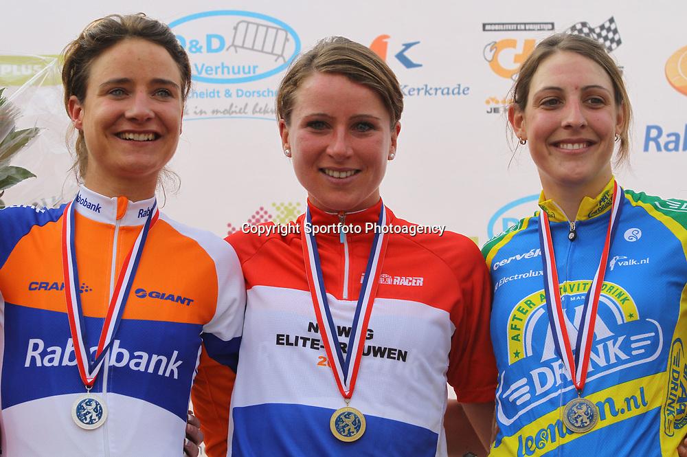 Sportfoto archief 2012<br /> Annemiek van Vleuten wint het NK wielrennen in Kerkrade voor Marianne Vos en Lucinda Brand