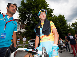 03.07.2013, Alpendorf, AUT, 65. Oesterreich Rundfahrt, 4. Etappe, Matrei in Osttirol - St. Johann/ Alpendorf, im Bild Kevin Seeldraeyers (BEL) im gelben Trikot mit Betreuer // during the 65th Tour of Austria, Stage 4, from Matrei to St. Johann/ Alpendorf, Salzburg, Austria on 2013/07/03. EXPA Pictures © 2013, PhotoCredit: EXPA/ Juergen Feichter