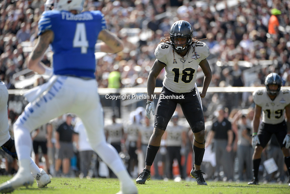 Central Florida linebacker Shaquem Griffin (18) follows Memphis quarterback Riley Ferguson (4) during the first half of the American Athletic Conference championship NCAA college football game Saturday, Dec. 2, 2017, in Orlando, Fla. (Photo by Phelan M. Ebenhack)