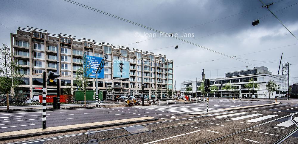 Nederland, amsterdam, 19 mei 2016.<br />Aan het Stadionplein wordt stevig gebouwd.<br />Er is plaats gemaakt voor een apartementencomplex voor de vrije huur sector alsmede een hotel.<br />De voormalige FEBO krijgt nu een plek in het Nieuwbouwcomplex waar straks ook een grote AH winkel in verschijnt.<br /><br /><br /><br />Foto: Jean-Pierre Jans
