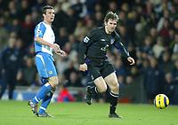 Fotball<br /> Premier League England 2004/2005<br /> Foto: SBI/Digitalsport<br /> NORWAY ONLY<br /> <br /> Blackburn v Everton<br /> Barclays Premiership. 18/12/2004. <br /> <br /> Kevin Kilbane of Everton drives past Barry Ferguson of Blackburn Rovers.