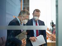 DEU, Deutschland, Germany, Berlin, 12.05.2021: Bundesgesundheitsminister Jens Spahn (CDU) und Prof. Dr. Lothar H. Wieler, Präsident Robert Koch-Institut (RKI), in der Bundespressekonferenz zur aktuellen Corona-Lage.