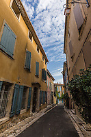 In addition to its famous fountains, Pernes-les-Fontaines is also famous for its colorful buildings and plants.  Home owners take pride in presenting their houses with vines, creepers, flowers and trees to enhance the colorful buildings and the nearby fountains