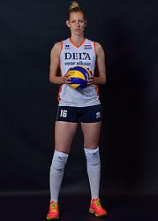 22-05-2015 NED: Selectie Nederlands Volleybalteam vrouwen 2015, Arnhem<br /> Op Papendal werd de photoshoot met de Nederlandse Volleybal vrouwen gedaan / Debby Stam-Pilon #16
