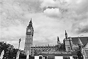 Engeland, England, 15-8-1990Straatbeeld. Reisreportage door het zuiden van Engeland en Londen. Stadsbeeld, trafalger square, ouderen op een bankje in het park, picadilly circus, nelson standbeeld, toeristische,attractie,bezienswaardigheid,trekpleister , citytrip,stadsleven .Foto: Flip Franssen