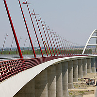 0707239090a Ferenc Gyurcsany and Janos Koka at the celebration of the newly built record breaker Pentele Bridge over river Danube at Dunajuvaros, Hungary. Monday, 23. July 2007. ATTILA VOLGYI