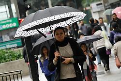 August 16, 2017 - Pedestres se protegem na chuva na Avenida Paulista, região central de São Paulo (SP), nesta quarta-feira  (Credit Image: © FáBio Vieira/Fotoarena via ZUMA Press)