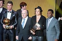 Fotball<br /> Zürich Sveits<br /> 13.01.2014<br /> Foto: Gepa/Digitalsport<br /> NORWAY ONLY<br /> <br /> FIFA World Player Gala, Ballon d Or 2013, Verleihung Goldener Ball, Pressekonferenz. <br /> Bild zeigt Cristiano Ronaldo (POR), Praesident Joseph S. Blatter (FIFA), Nadine Angerer (GER) und Pele.