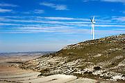 Spanje, Aragon, 11-2-2005..Windmolen, windmolenpark in het sroomgebied van de rivier de Ebro, waar altijd veel wind staat. Windenergie, alternatieve, schone energie, klimaatverandering, milieu, klimaatverdrag Kyoto, co2 uitstoot..Foto: Flip Franssen/Hollandse Hoogte