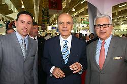 O diretor de projeto Thomas Santos(e) o governador de SP, José Serra e o presidente do grupo Couromoda /Hospitalar, Francisco Santos durante abertura oficial da HOSPITALAR 2007, que acontece de 12 a 15 de junho de 2007, no Expo Center Norte, em São Paulo. FOTO: Jefferson Bernardes/Preview.com
