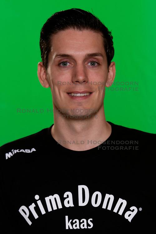 10-09-2018 NED: Team PDK Huizen season 2018-2019, Huizen<br /> The players of Top Division club vv Huizen women season 2018-2019 / Ass, coach Marc-Jan de Bont of PDK Huizen
